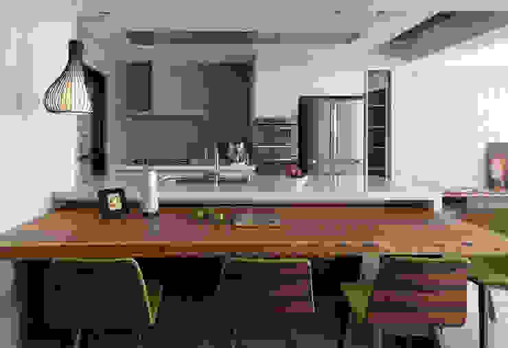 Cuisine moderne par 賀澤室內設計 HOZO_interior_design Moderne
