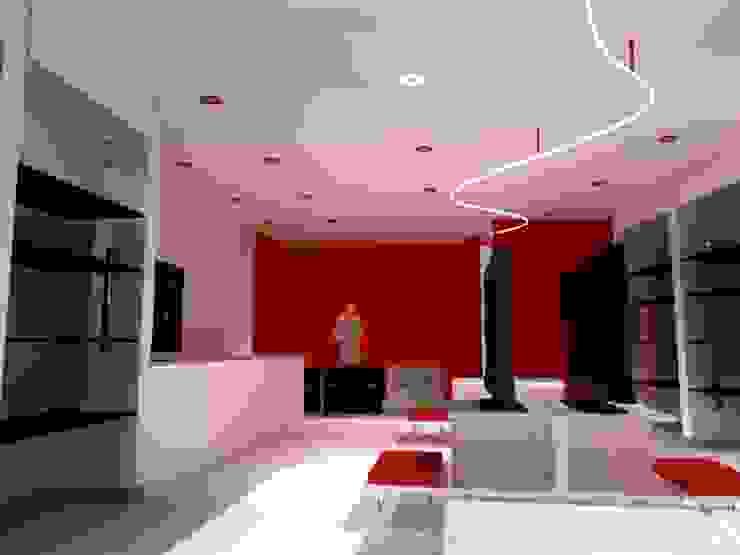 Interior Punto de Venta de Ignacio Montero Moderno Madera maciza Multicolor