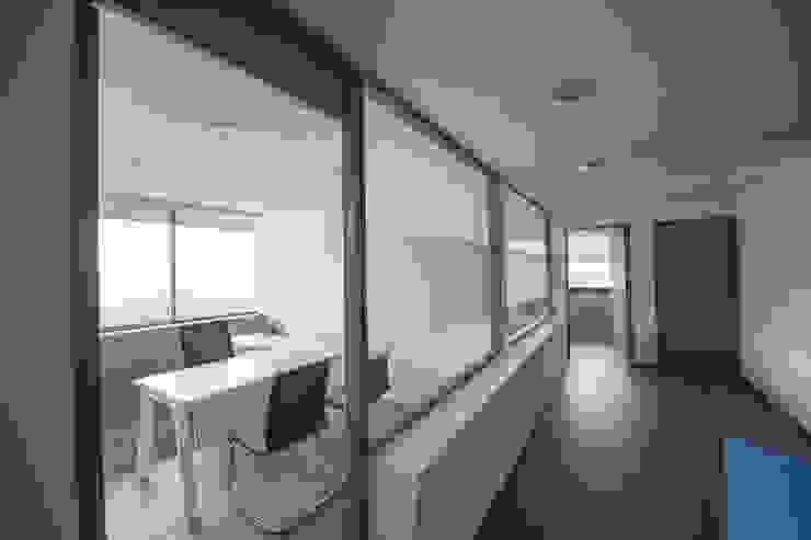 Fintegra Estudios y despachos modernos de DIN Interiorismo Moderno