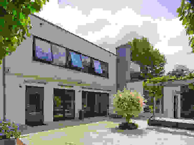 Modern Houses by G.L.M. van Soest Architect Modern