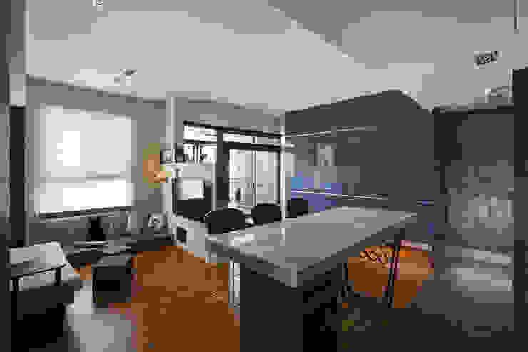 餐廳 吧台 现代客厅設計點子、靈感 & 圖片 根據 藻雅室內設計 現代風