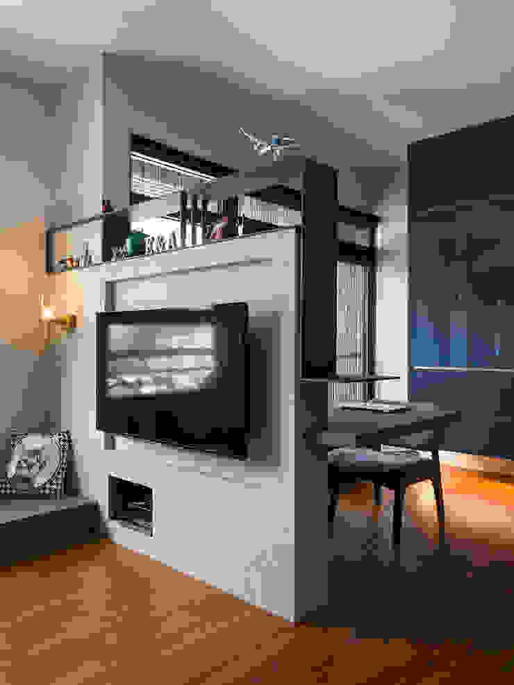 客廳 现代客厅設計點子、靈感 & 圖片 根據 藻雅室內設計 現代風