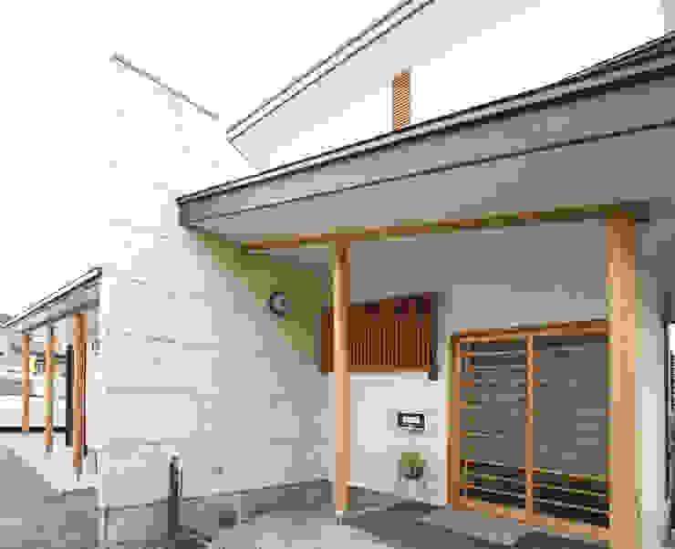 住宅側 玄関 日本家屋・アジアの家 の 吉田設計+アトリエアジュール 和風