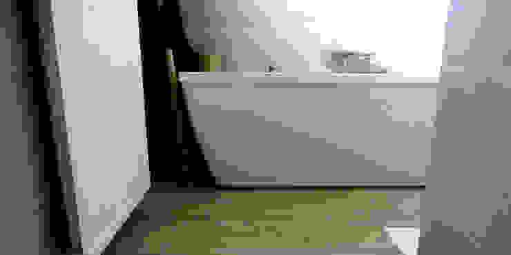Maison M.F: Salle de bains de style  par Ophélie Dohy architecte d'intérieur, Moderne Béton