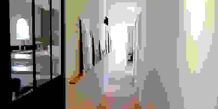 Maison M.F Ophélie Dohy architecte d'intérieur Couloir, entrée, escaliers modernes Bois Blanc