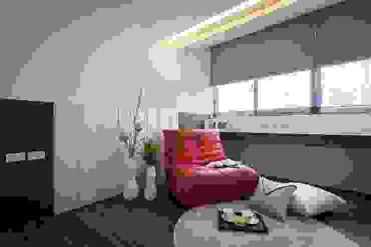 起居室 Modern Study Room and Home Office by 你你空間設計 Modern