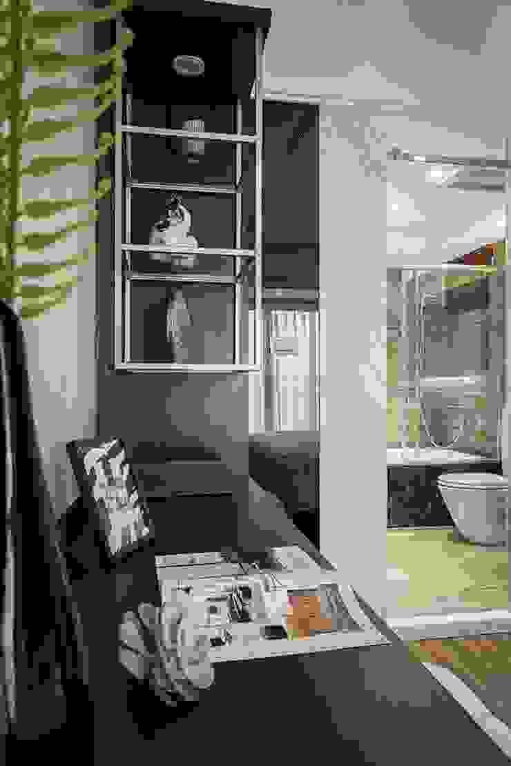 主臥金色展示鐵架 Modern Bedroom by 你你空間設計 Modern