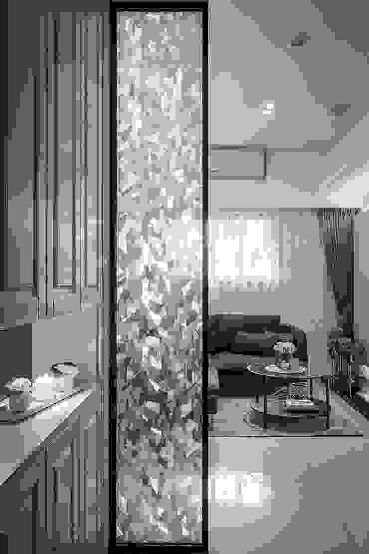 冰鑽紋隔屏 現代風玄關、走廊與階梯 根據 你你空間設計 現代風