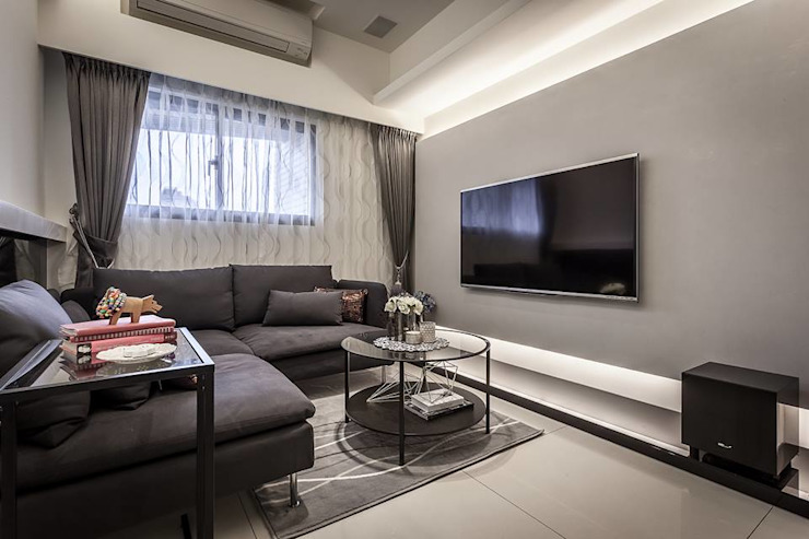 馬來漆電視牆 现代客厅設計點子、靈感 & 圖片 根據 你你空間設計 現代風