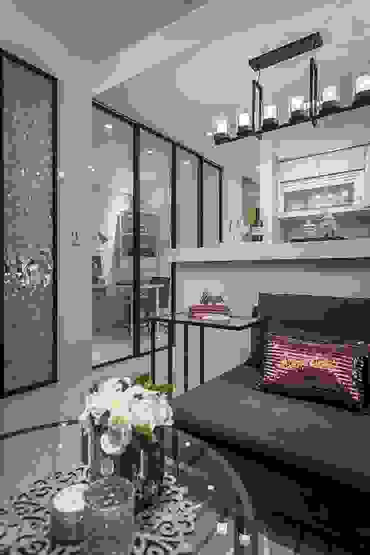 穿透層次 现代客厅設計點子、靈感 & 圖片 根據 你你空間設計 現代風