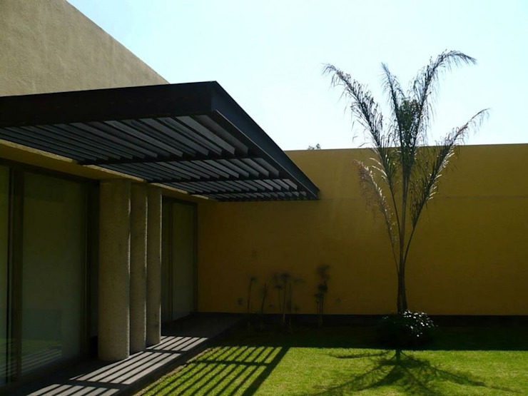 Casa SeV Jardines modernos de Arq German Tirado S Moderno