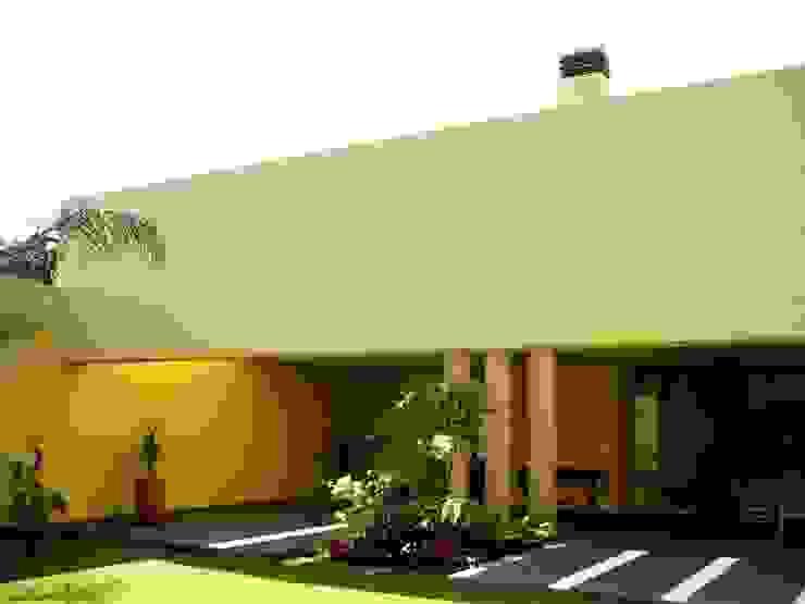 Casa SeV Balcones y terrazas modernos de Arq German Tirado S Moderno