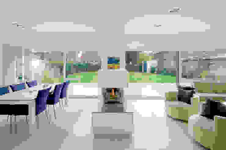Haus H:  Wohnzimmer von Ferreira | Verfürth Architekten