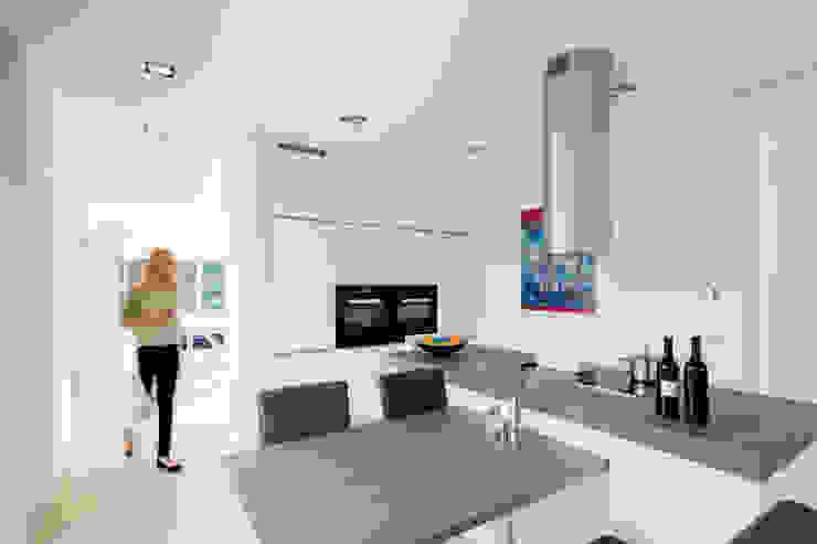 Ferreira | Verfürth Architekten Modern kitchen