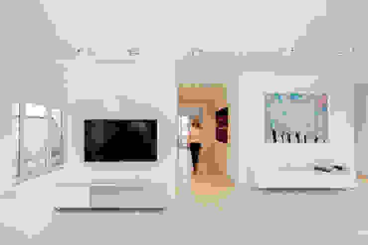 Ferreira | Verfürth Architekten Modern corridor, hallway & stairs