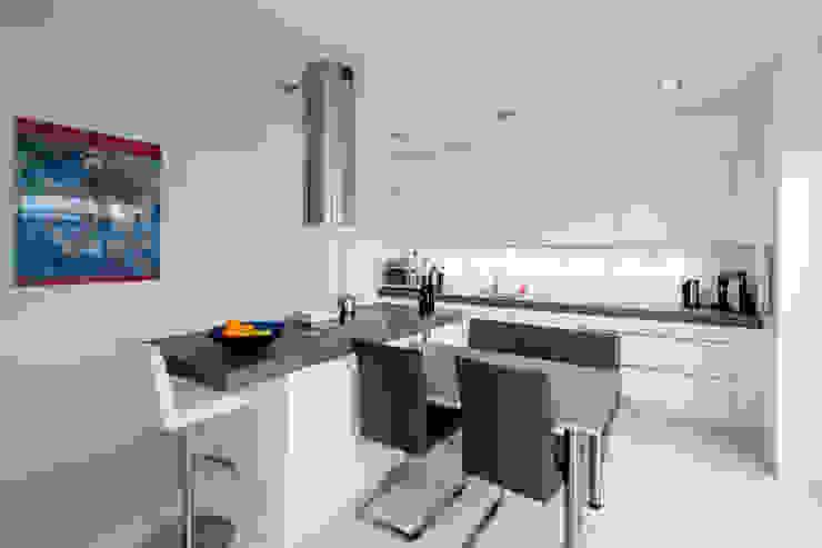 Haus H:  Küche von Ferreira | Verfürth Architekten