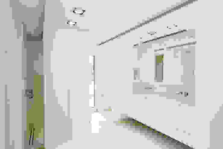 Haus H:  Badezimmer von Ferreira | Verfürth Architekten