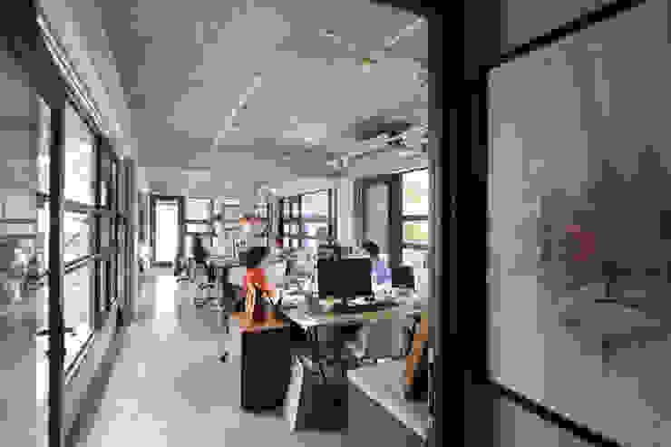 宇揚設計 辦公空間 根據 宇揚設計 Ton Horizon Design Team 現代風