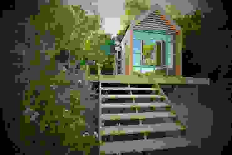 Casas de estilo escandinavo de Greenpods Escandinavo Madera Acabado en madera