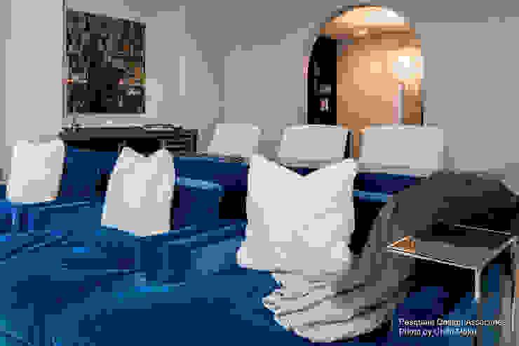 Pasquale Design - Mediterranean Modern Luxe - Interior 13 Moderner Multimedia-Raum von Chibi Moku Architectural Films Modern Beton