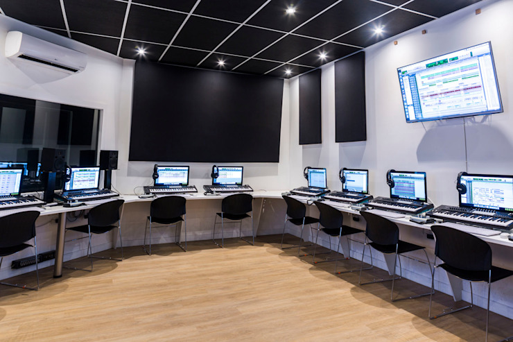 computer lab by Till Manecke:Architect Modern