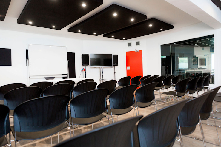 large lecture room - live room by Till Manecke:Architect Modern