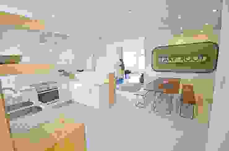 open plan kitchen dining Modern kitchen by Till Manecke:Architect Modern