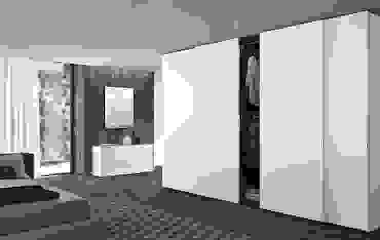 PLANA SLIDING DOOR WARDROBES de IQ Furniture Moderno