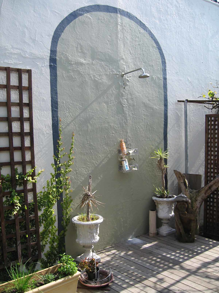 outdoor shower Till Manecke:Architect Eclectic style garden