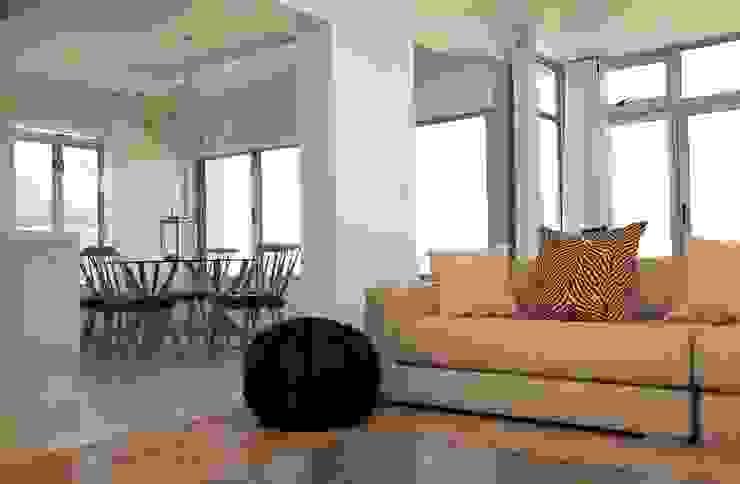 open plan living Till Manecke:Architect Living room