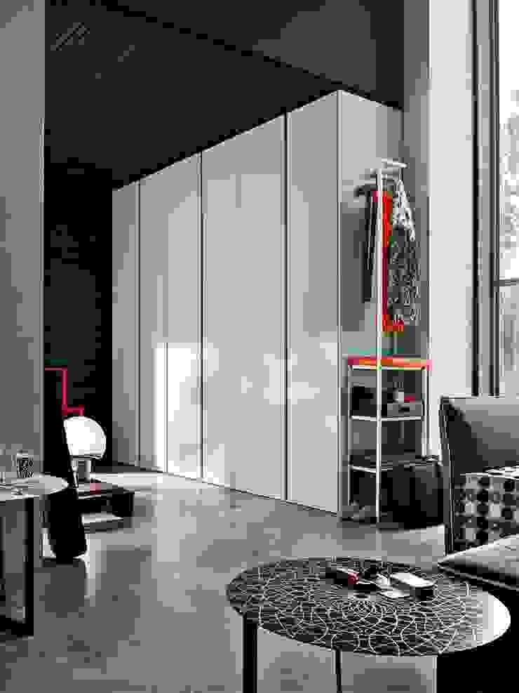 GOLA SLIDING DOOR WARDROBE de IQ Furniture Moderno