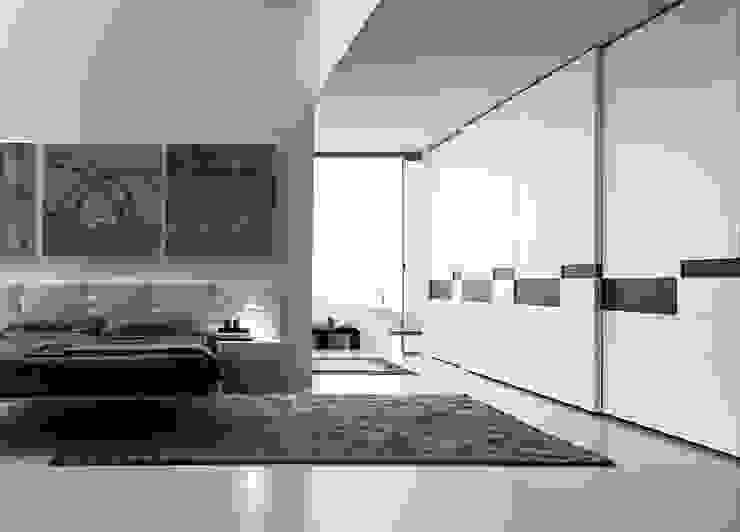 SPLIT SLIDING DOOR WARDROBE de IQ Furniture Moderno