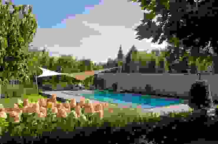 zonnezeil Landelijke tuinen van Tuintechnisch Bureau Smeulders Landelijk