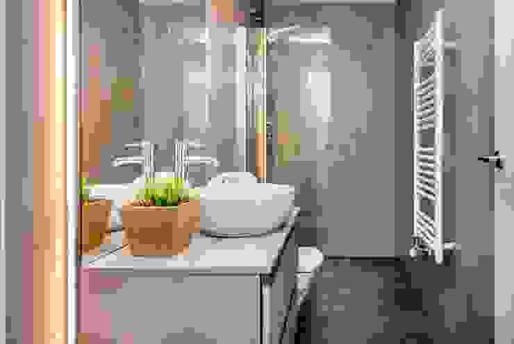 CASA FRANCESC D'ASSÍS Baños de estilo mediterráneo de Lara Pujol | Interiorismo & Proyectos de diseño Mediterráneo