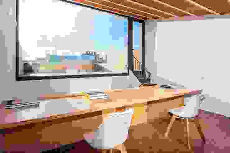 CASA FRANCESC D'ASSÍS Estudios y despachos de estilo mediterráneo de Lara Pujol | Interiorismo & Proyectos de diseño Mediterráneo
