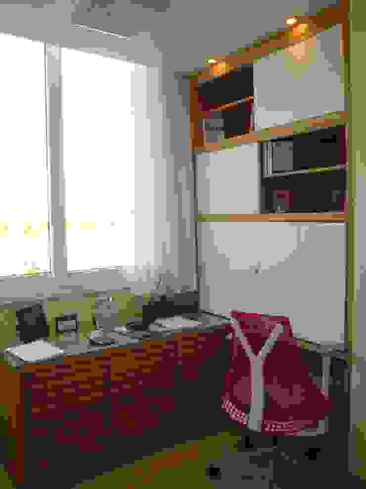 Home Office fechado Debiaze Arquitetura Escritórios modernos Madeira Branco
