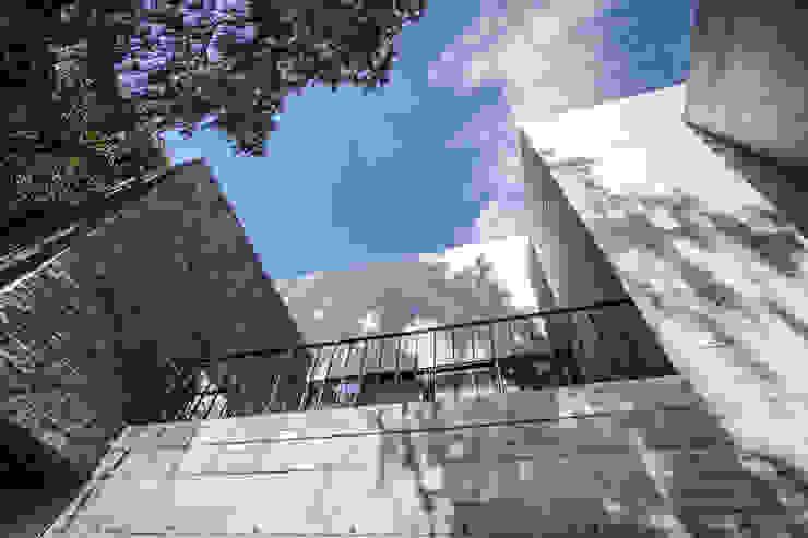 Casas de estilo  por Miguel de la Torre Arquitectos , Moderno