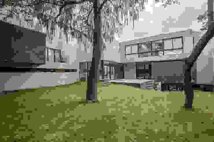 Casa F12 - Miguel de la Torre Arquitectos Casas modernas: Ideas, diseños y decoración de Miguel de la Torre Arquitectos Moderno