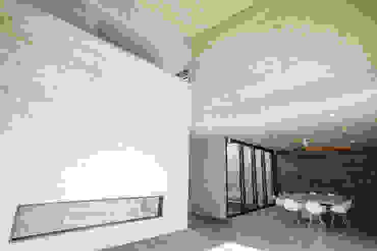 Casa F12 - Miguel de la Torre Arquitectos Pasillos, vestíbulos y escaleras modernos de Miguel de la Torre Arquitectos Moderno