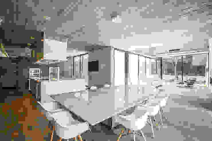 Casa F12 - Miguel de la Torre Arquitectos Comedores de estilo moderno de Miguel de la Torre Arquitectos Moderno