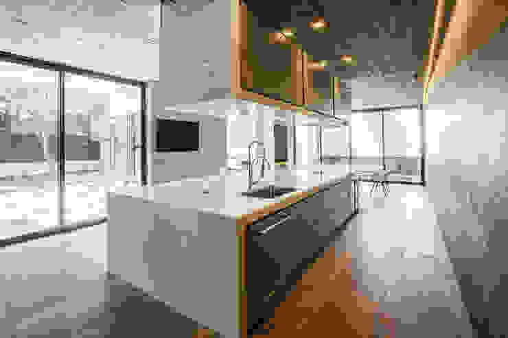 Casa F12 - Miguel de la Torre Arquitectos Cocinas de estilo moderno de Miguel de la Torre Arquitectos Moderno