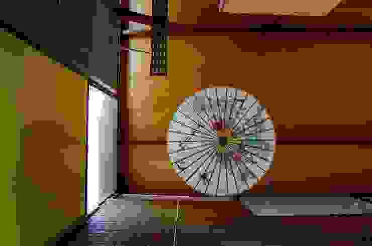 Pasillos, vestíbulos y escaleras industriales de Guadalupe Larrain arquitecta Industrial