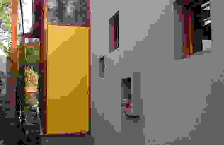 Pintu & Jendela Gaya Industrial Oleh Guadalupe Larrain arquitecta Industrial