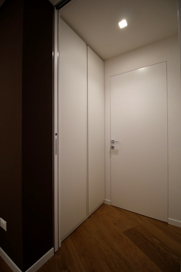 Giuseppe Rappa & Angelo M. Castiglione Minimalist corridor, hallway & stairs White