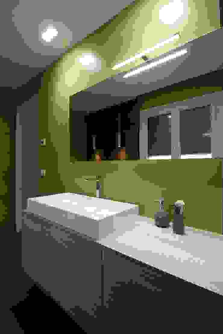Giuseppe Rappa & Angelo M. Castiglione Minimalist style bathroom Ceramic Green