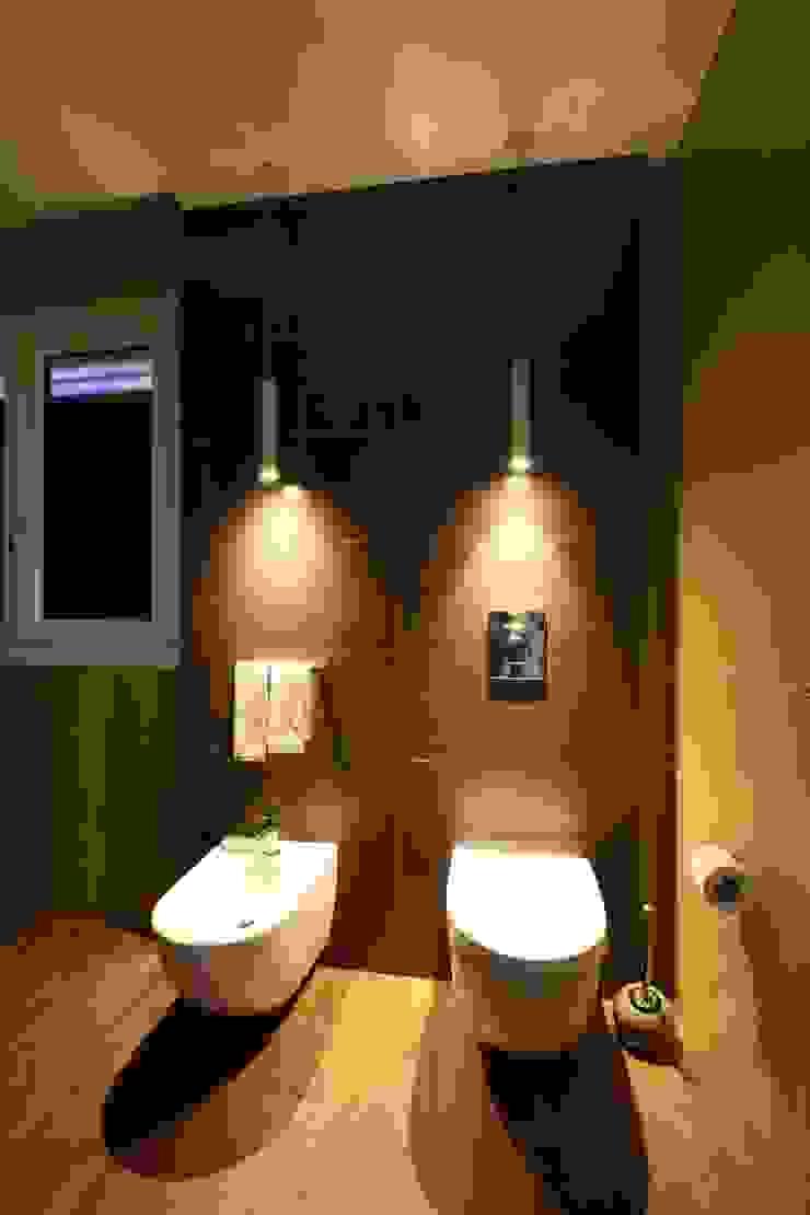 Giuseppe Rappa & Angelo M. Castiglione Minimalist style bathroom Ceramic Brown