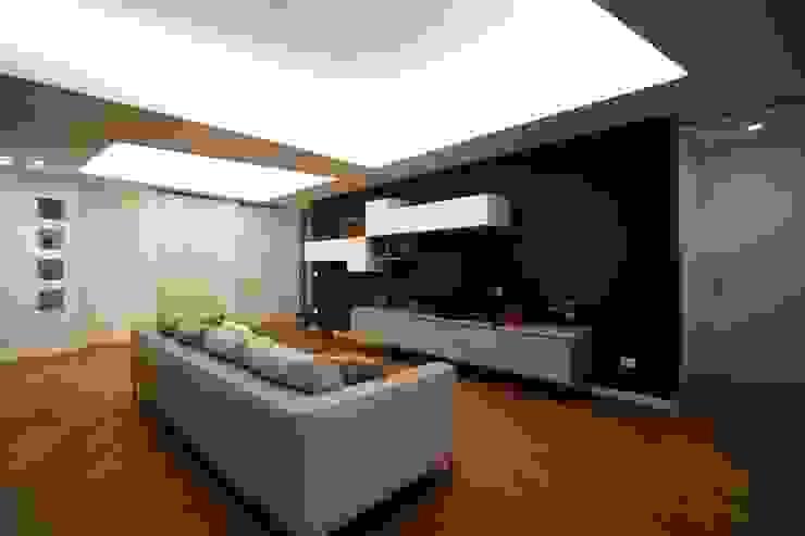Minimalist living room by Giuseppe Rappa & Angelo M. Castiglione Minimalist
