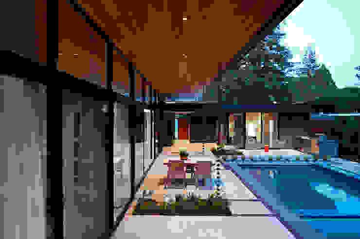 現代房屋設計點子、靈感 & 圖片 根據 Klopf Architecture 現代風