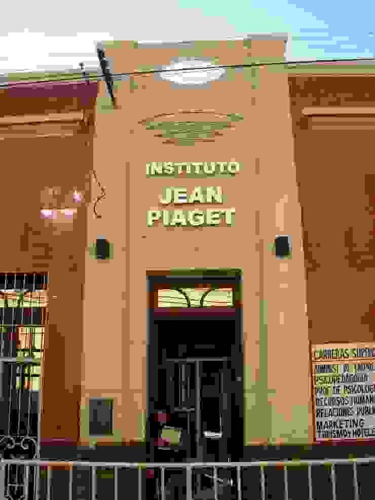 Instituto de Educación de Nivel Secundario y Terciario Escuelas de estilo moderno de Valy Moderno Ladrillos