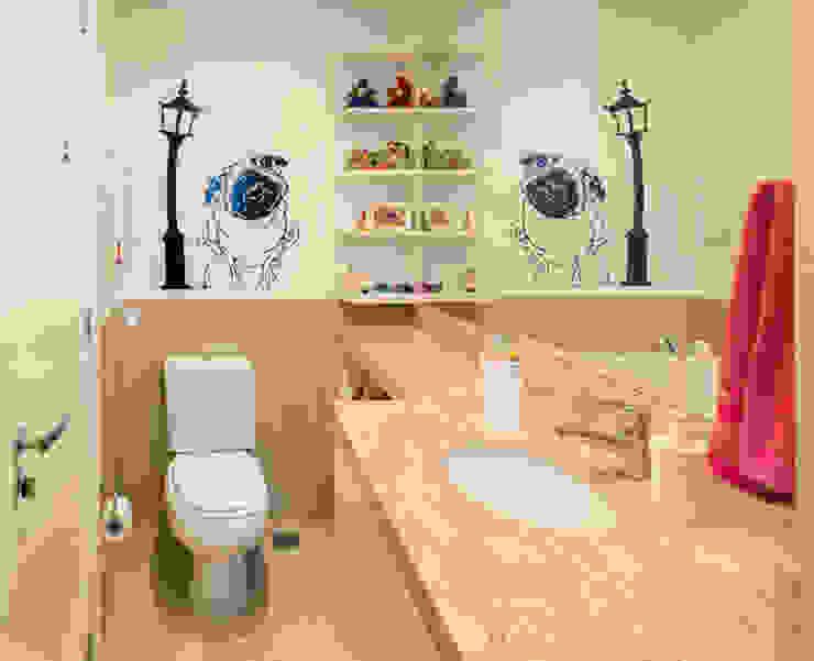 ห้องน้ำ โดย Quadrilha Design Arquitetura,